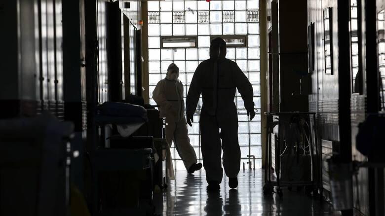 Κορωνοϊός - Τζανάκης: 500 νεκροί την εβδομάδα μέχρι τα τέλη Μαΐου