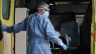 Ασθενής έγινε... «καπνός» - Άνοιξε την πόρτα του ασθενοφόρου και έφυγε τρέχοντας