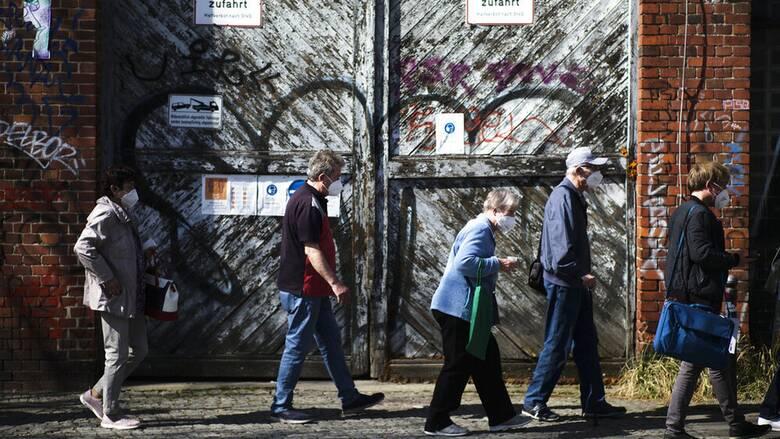Κορωνοϊός - Γερμανία: «Προνόμια» για τους πλήρως εμβολιασθέντες εξετάζει η Μέρκελ