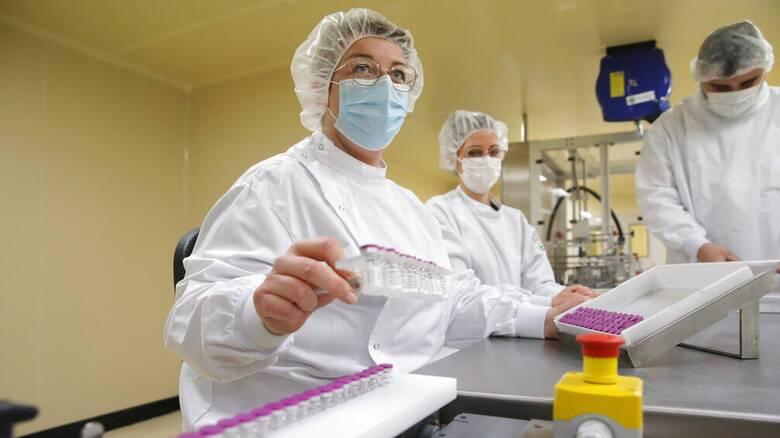 Εμβολιασμός - Σχοινάς: Μόνο με εμβόλια mRNA η β' φάση στην ΕΕ