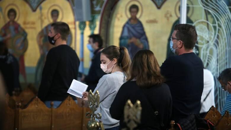Κορωνοϊός - Παγώνη: Self test στο οικογενειακό τραπέζι - Διπλή μάσκα στις εκκλησίες