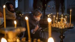Πλήρης οδηγός για Πάσχα: Τι ισχύει για εκκλησίες, μετακινήσεις, μαγαζιά και πασχαλινό τραπέζι