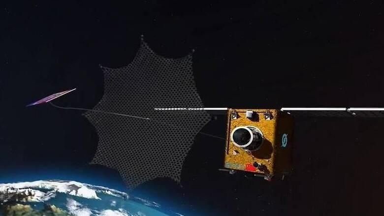 Επιχείρηση... διαστημική σκούπα: Η Κίνα εκτόξευσε ρομπότ για να μαζεύει σκουπίδια με δίχτυ