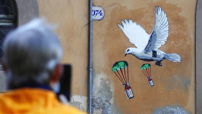 Κορωνοϊός: Προ των πυλών ο εμβολιασμός κατ' οίκον για τους υπερήλικες