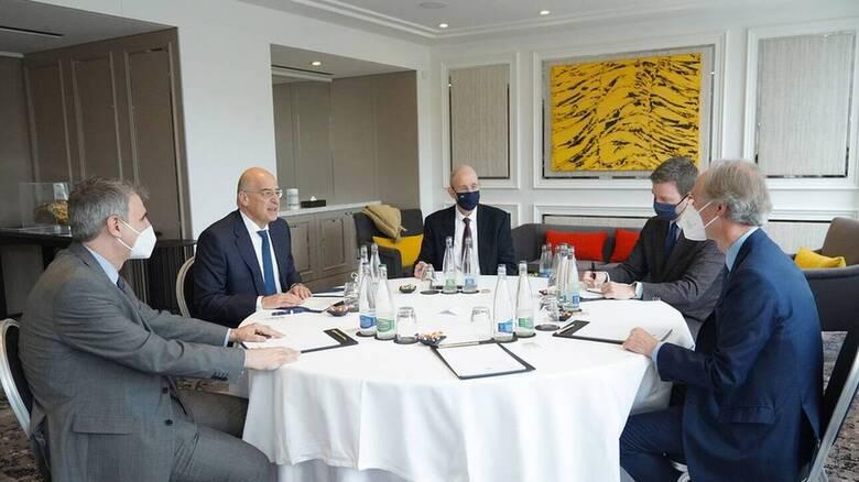 Γενεύη: Συνάντηση Δένδια με τον ειδικό απεσταλμένο του ΟΗΕ για τη Συρία