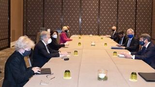 Κυπριακό: Στο «κυρίως πιάτο» περνάνε οι συναντήσεις στη Γενεύη – Το ενδεχόμενο μιας παράτασης