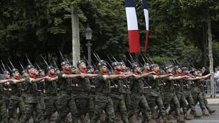 Γαλλία: Οργή για επιστολή απόστρατων που ζητούν από τον Μακρόν να επιβάλει στρατιωτικό νόμο