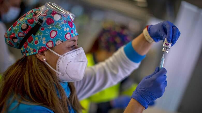 Κορωνοϊός: Οι εμβολιασμένοι άνω των 65, έχουν κατά 94% μικρότερη πιθανότητα να νοσηλευθούν
