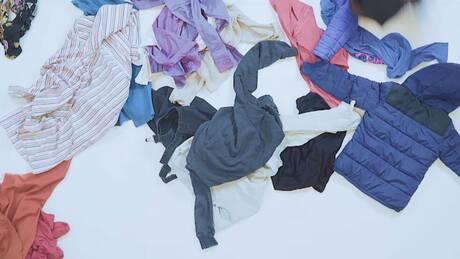 «Fixing Fashion»: Μια νέα πλατφόρμα για να ξαναδίνουμε ζωή στα παλιά ρούχα