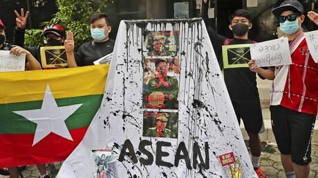 Μιανμάρ: Επιθέσεις εναντίον αεροπορικών βάσεων - Απόρριψη του σχεδίου της ASEAN απο τη χούντα