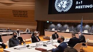 Κυπριακό: Η εμμονή της Τουρκίας σε δύο κράτη «τορπίλισε» την Πενταμερή