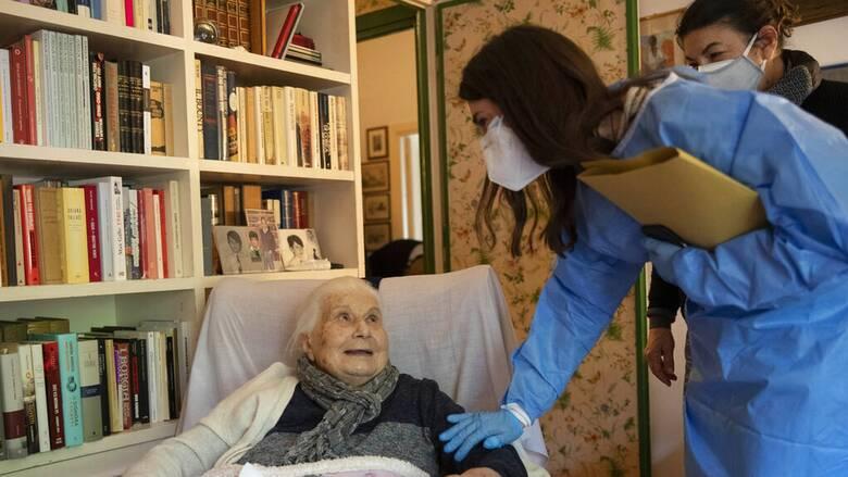 Εμβολιασμός κατ' οίκον για τους κατάκοιτους πολίτες με Johnson & Johnson