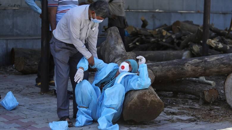 Ινδία: Νέο παγκόσμιο αρνητικό ρεκόρ κρουσμάτων κορωνοϊού - 3.498 νεκροί σε 24 ώρες
