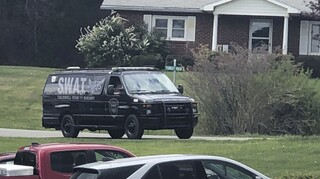 Βόρεια Καρολίνα: Ταμπουρώθηκε σε σπίτι, σκότωσε τους γονείς του και δύο βοηθούς σερίφη