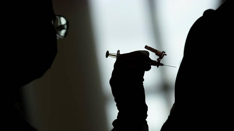 Κορωνοϊός: «Πράσινο φως» του ΠΟΥ για επείγουσα χρήση του εμβολίου της Moderna