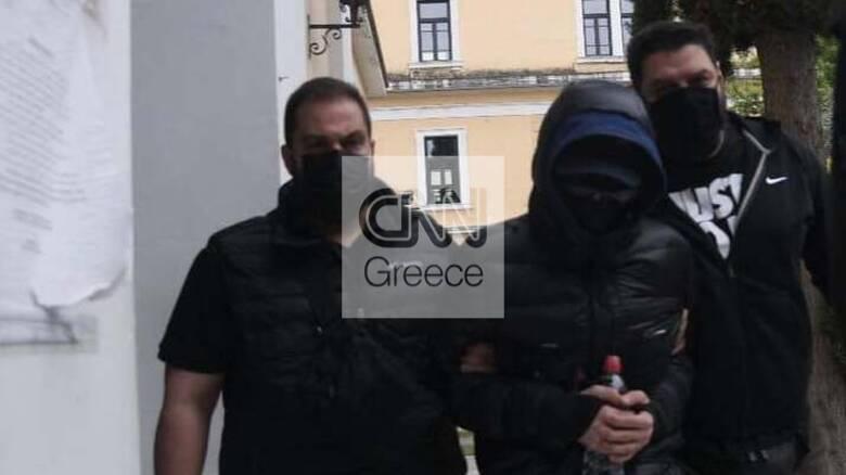 Η ώρα της απολογίας: Στον ανακριτή οδηγήθηκε ο Μένιος Φουρθιώτης και οι συγκατηγορούμενοί του