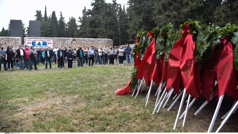 Κατάθεση στεφανιού στο Σκοπευτήριο της Καισαριανής από αντιπροσωπεία του ΚΚΕ και της ΚΝΕ