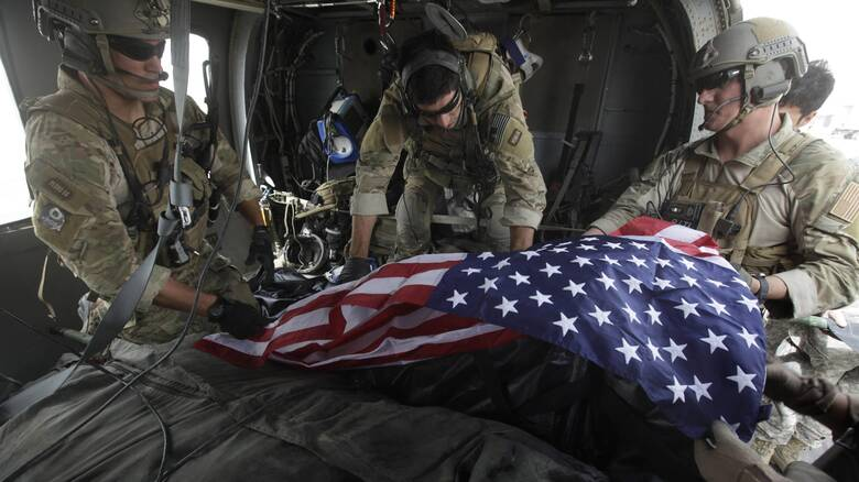 «Πόλεμος σε όλα τα μέτωπα»: Απειλεί η Αλ Κάιντα ενώ ο Μπάιντεν αποσύρει τις ΗΠΑ από το Αφγανιστάν
