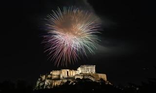 Εικόνες από την Ανάσταση σε εκκλησίες της Αθήνας - Τρεις ώρες νωρίτερα φέτος
