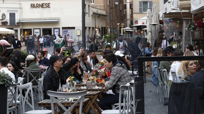 Κορωνοϊός - Ιταλία: Στο 3,9% η θετικότητα - Πάνω από 20 εκατ. οι εμβολιασμοί