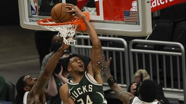 NBA: Ο Αντετοκούνμπο «καθάρισε» τους Μπρούκλιν Νετς σκοράροντας 49 πόντους