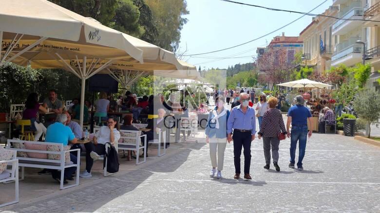 Άνοιξε η εστίαση: Στις καφετέριες οι πρώτοι θαμώνες - Σκέψεις για διευρυμένο ωράριο από 15 Μαΐου