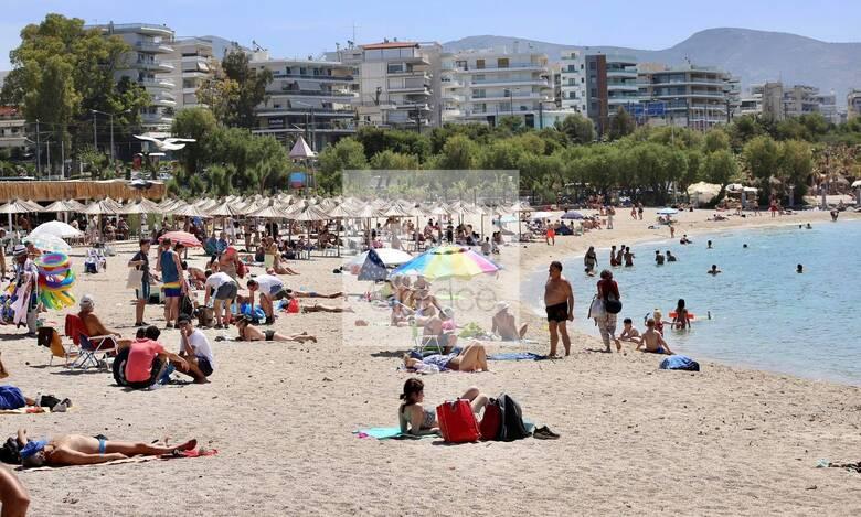«Κι από Μάη, καλοκαίρι»: Ξεχύθηκαν στις παραλίες για δεύτερη ημέρα οι κάτοικοι της Αθήνας