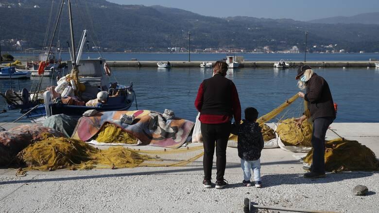 Κυβερνητικός μαραθώνιος για τον τουρισμό: Τα μηνύματα Μητσοτάκη και η ελληνική αγωνία