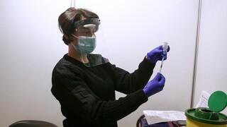 Συλλογική ανοσία και ανοσία της αγέλης: Πώς τα εμβόλια συμβάλλουν στην επαναφορά στην κανονικότητα
