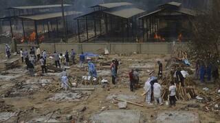 Κορωνοϊός: Η «έκρηξη» κρουσμάτων στην Ινδία απειλεί τώρα και το Νεπάλ