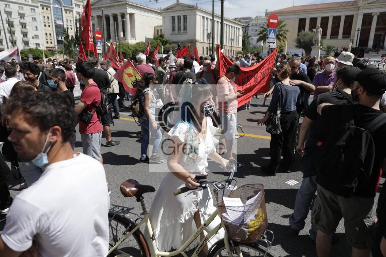https://cdn.cnngreece.gr/media/news/2021/05/06/264741/photos/snapshot/sillalitirio-kentro-10.jpg