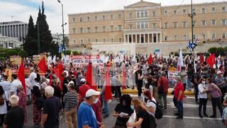 Απεργία: Πλήθος διαδηλωτών στην πλατεία Συντάγματος - Κλειστοί δρόμοι και κίνηση στο κέντρο
