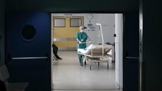 Κορωνοϊός: Υπό πίεση το ΕΣΥ με 3.421 νέα κρούσματα, 83 θάνατους και 754 διασωληνωμένους