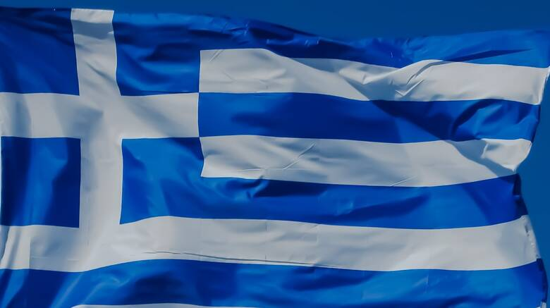 Θα υψωθεί με αερόστατο στη λίμνη Πλαστήρα η μεγαλύτερη ελληνική σημαία στον  κόσμο - CNN.gr