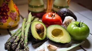 Βρετανική έρευνα: Οι φυτοφάγοι έχουν περισσότερους υγιείς βιοδείκτες από τους κρεατοφάγους