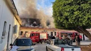 Σοβαρές ζημιές από πυρκαγιά στην δημοτική αγορά των Χανίων