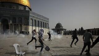 Βίαιες συγκρούσεις στην Ιερουσαλήμ: Εκατοντάδες τραυματίες έξω από το τέμενος Αλ-Ακσά