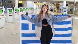 Eurovision 2021: Αναχώρησε για το Ρότερνταμ η Στεφανία - Κρατώντας την ελληνική σημαία