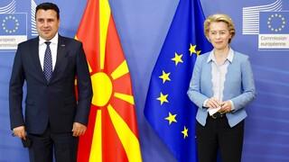 Κομισιόν: Ανοιχτό το ενδεχόμενο να «παγώσει» η ενταξιακή πορεία της Βόρειας Μακεδονίας
