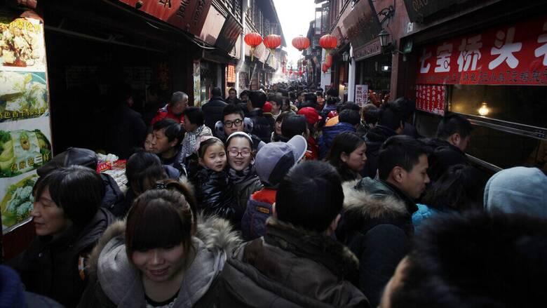 Η Κίνα κινδυνεύει να χάσει την πρωτιά της πιο πολυπληθούς χώρας παγκοσμίως