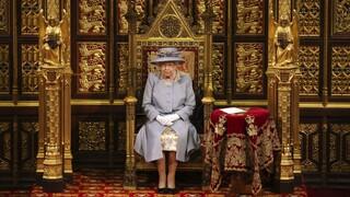 «Ο λόγος της βασίλισσας: Η Ελισάβετ «ξεδιπλώνει» στη Βουλή των Λόρδων την ατζέντα Τζόνσον