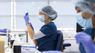 Εμβολιασμός: Σύσταση για μία δόση σε όσους έχουν νοσήσει εξετάζει η Επιτροπή