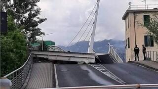 Η στιγμή της κατάρρευσης κινητής γέφυρας στην Ιταλία