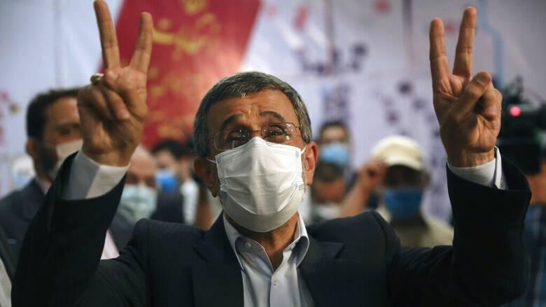 Ιράν: Ο πρώην πρόεδρος Αχμαντινετζάντ έθεσε εκ νέου υποψηφιότητα για τις επερχόμενες εκλογές