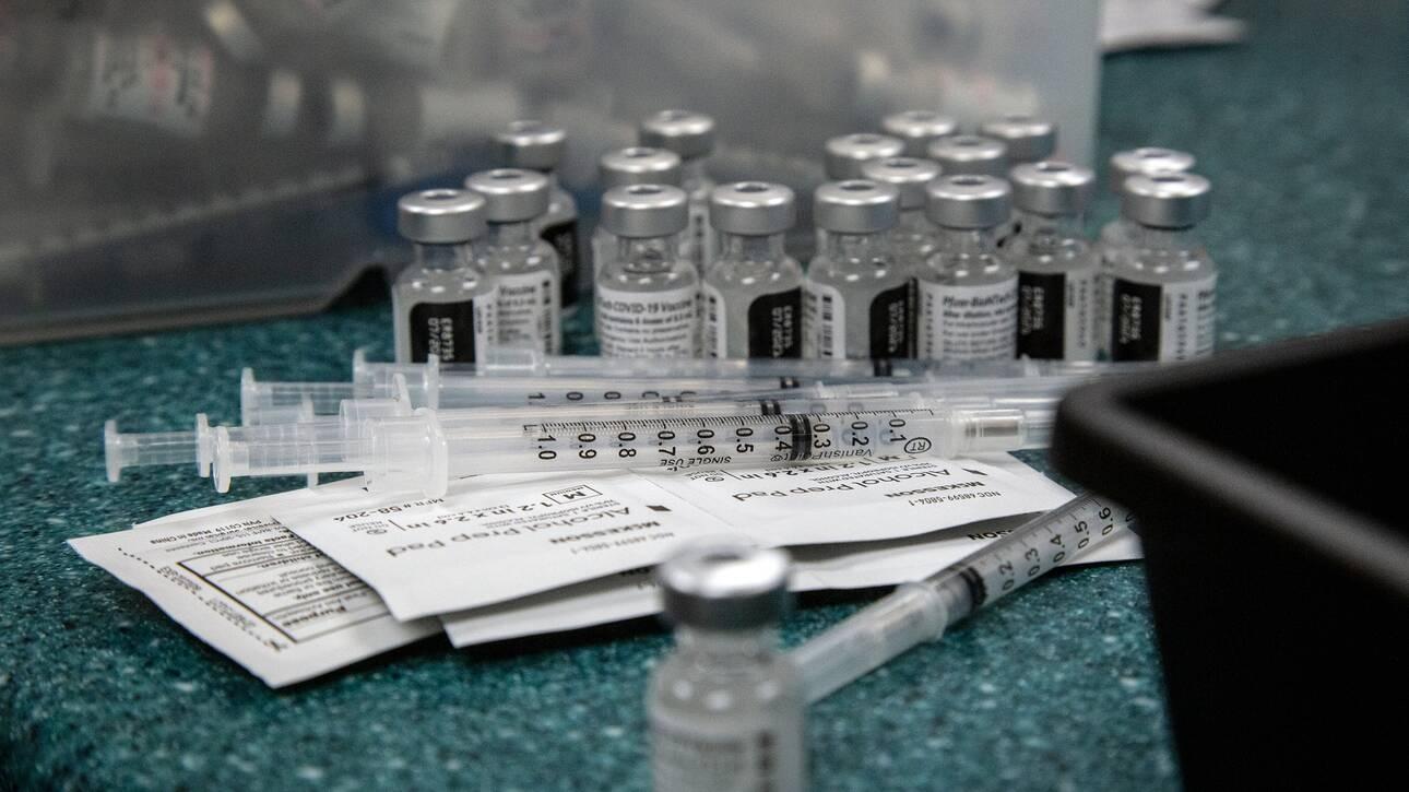 Εμβολιασμός με 2 διαφορετικά εμβόλια: Περισσότερα συμπτώματα, ίδια ασφάλεια, σύμφωνα με έρευνα