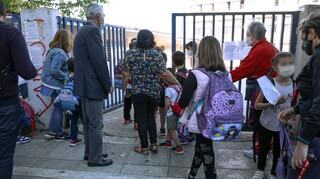 Σχολεία: Ένα self test την εβδομάδα για τους μαθητές από τη Δευτέρα