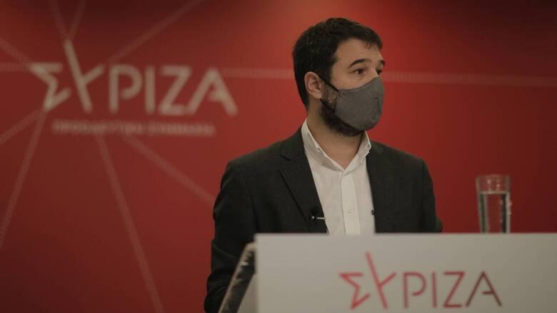 Ηλιόπουλος για εργασιακά: Κατάργηση οκταώρου, μείωση μισθού και στήριξη στην εργοδοτική αυθαιρεσία