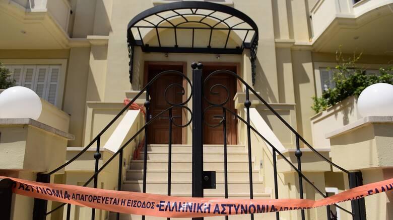 «Στη σοφίτα παγώσαμε»: Αστυνομικός περιγράφει στο CNN Greece τα πρώτα λεπτά στο σπίτι στα Γλυκά Νερά