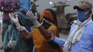 Δραματική η κατάσταση στην Ινδία: «Θερίζει» ο κορωνοϊός, 4.000 νεκροί σε μια ημέρα
