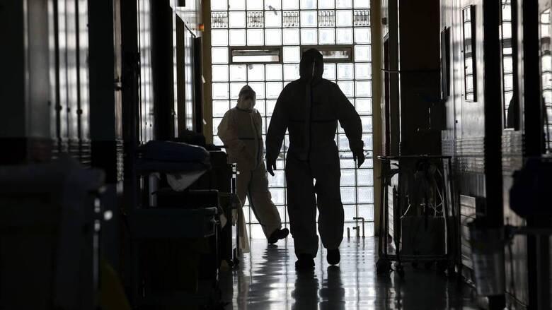 Κορωνοϊός: Τι γνωρίζουμε για τις συνέπειες του ιού που οδηγούν σε μακροχρόνιες επιπλοκές ή θάνατο